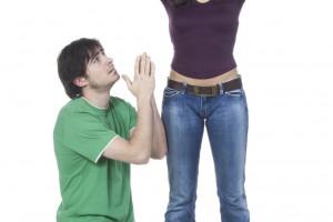jeune couple réconciliation supplication
